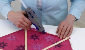 KROK IV - Przyklejanie i wzmacnianie elementów klejem