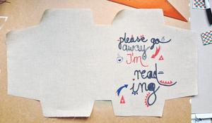 Krok II – Wycinanie okładki z tkaniny