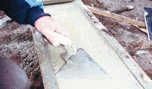 KROK III - Deskowanie cokołu i wylewanie betonu
